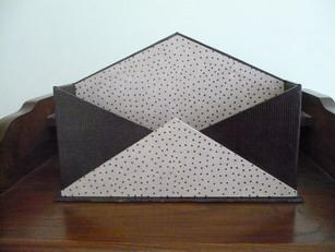 range courrier sakarton. Black Bedroom Furniture Sets. Home Design Ideas