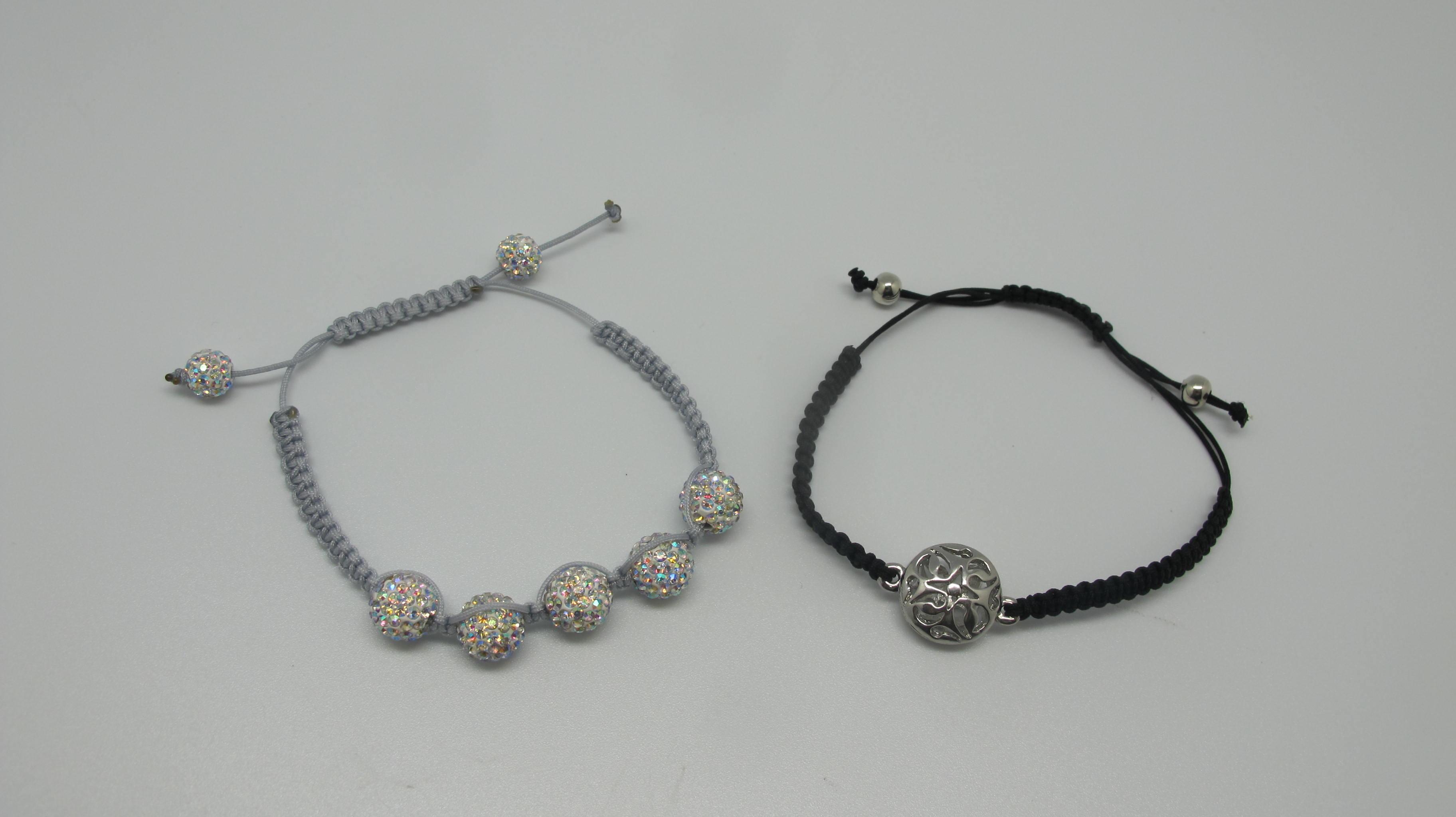 Bracelets macram sakarton - Comment faire un bracelet avec des boutons ...